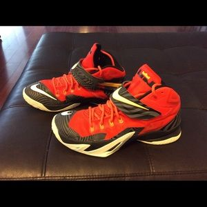 Nike Lebrun Solder 9s....great condition!